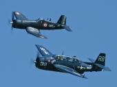 Vought F4U-7 Corsair F-AZYS und Grumman TBM-3R Avenger HB-RDG