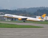 Condor D-ABOK Boeing 757-330. Swisscoy Transport in den Kosovo