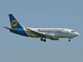 Ukraine International UR-GAT Boeing 737-4C9