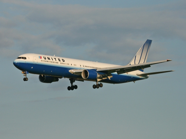 United Airlines N661UA Boeing 767-322/ER